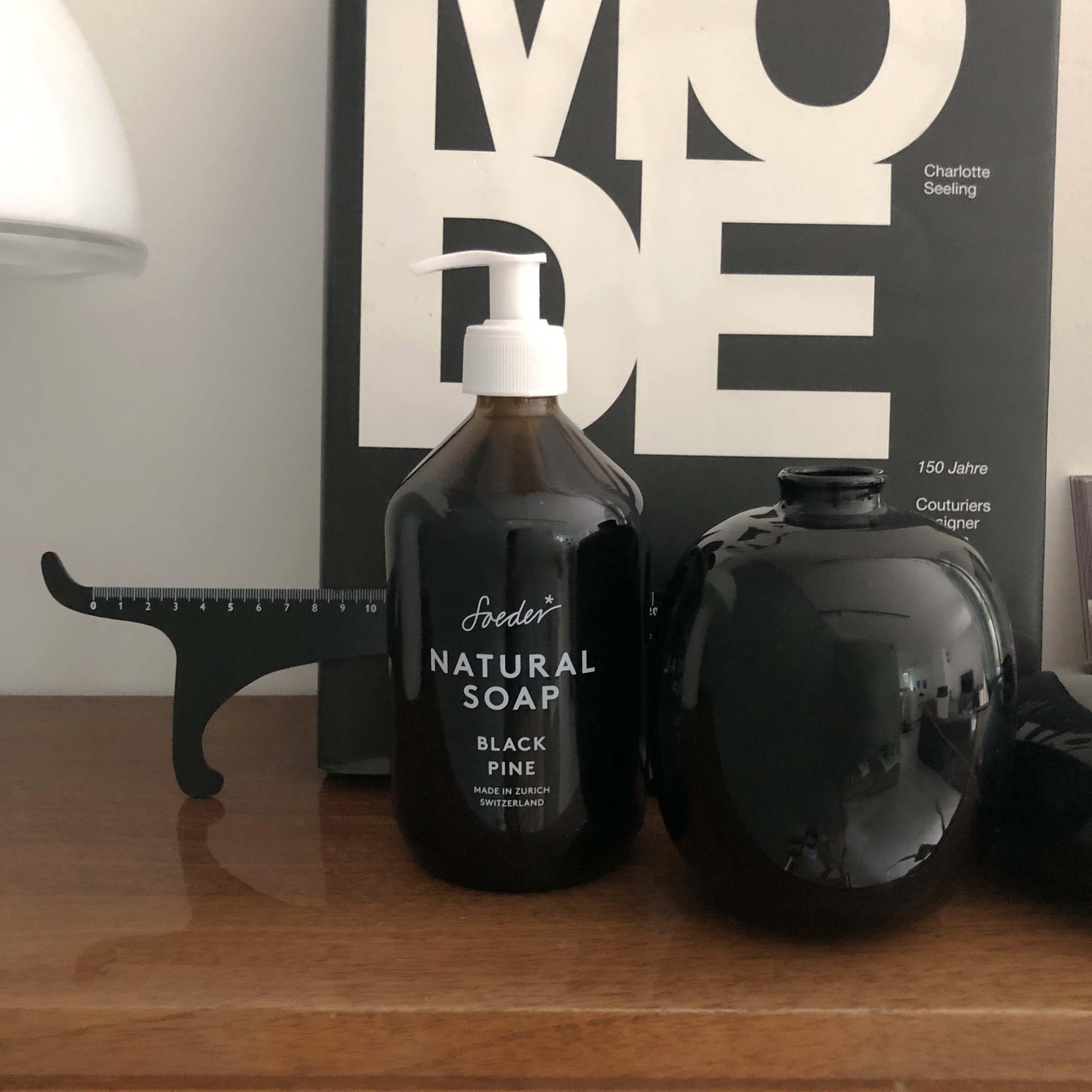Natural Soap - Black Pine 250 ml von soeder*